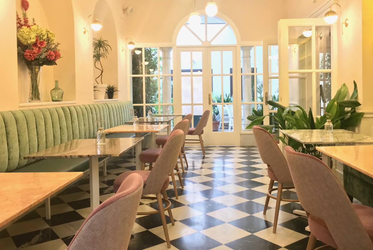 Diseño de interiores en salón comedor hotel
